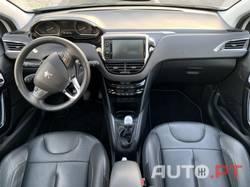 Peugeot 208 Allure 1.6 HDI c/GPS e estofos de pele
